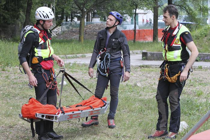 I volontari del Soccorso Alpino in azione (Luca Mares)