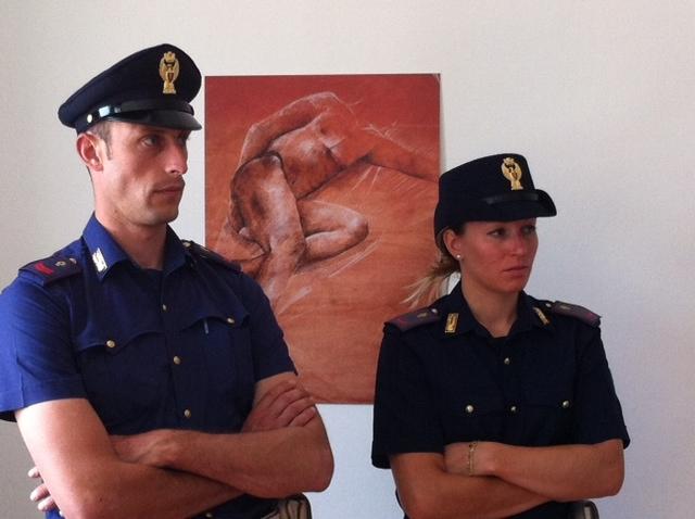 Due addetti della Polizia di Stato