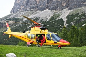 L'elicottero del SUEM durante una esercitazione CNSAS a Cortina d'Ampezzo (Luca Mares)