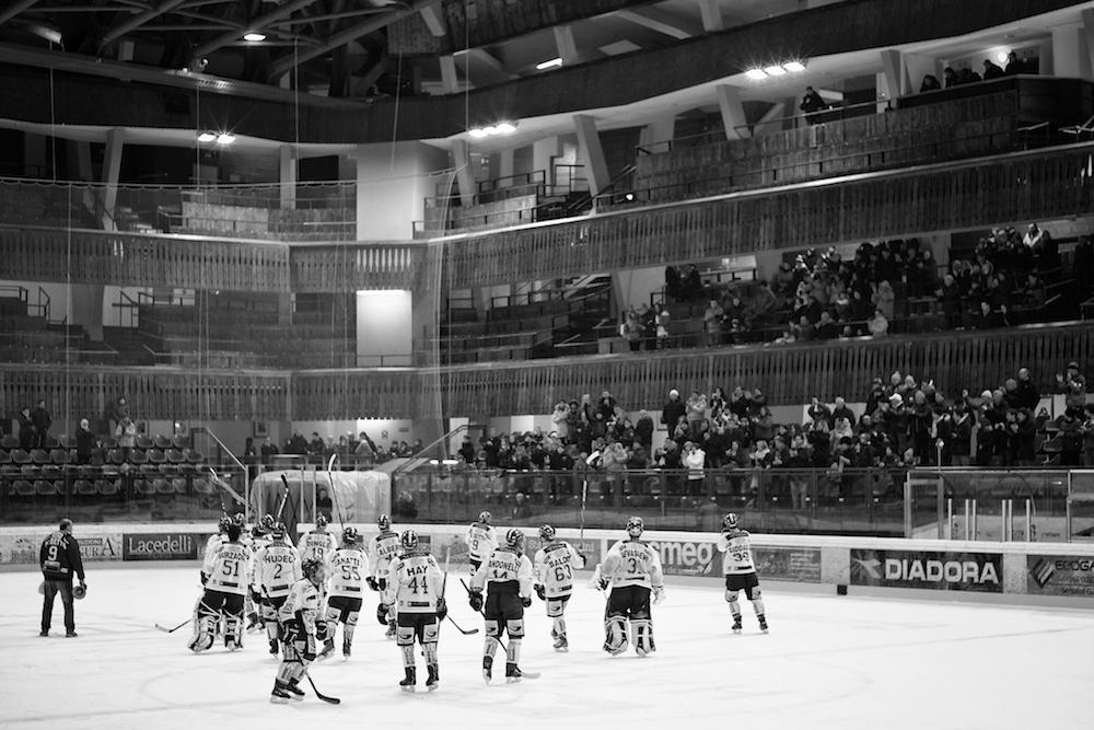 Un match di hockey all'Olimpico di Cortina d'Ampezzo (Luca Mares)