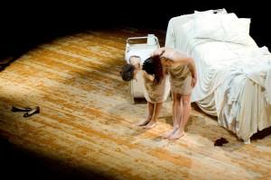 Un momento dello spettacolo teatrale (Fabio Barito)