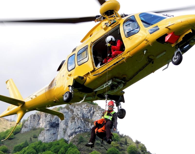 Elicottero Soccorso Alpino : Periodo di addestramento per il soccorso alpino