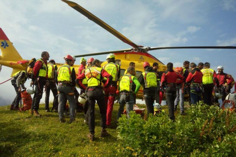 Elicottero Soccorso Alpino : Soccorso alpino interventi a mondeval e ferrata piazzetta