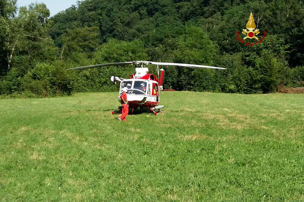 Elicottero Drago 84 : Salvati due motociclisti dall elicottero drago dei