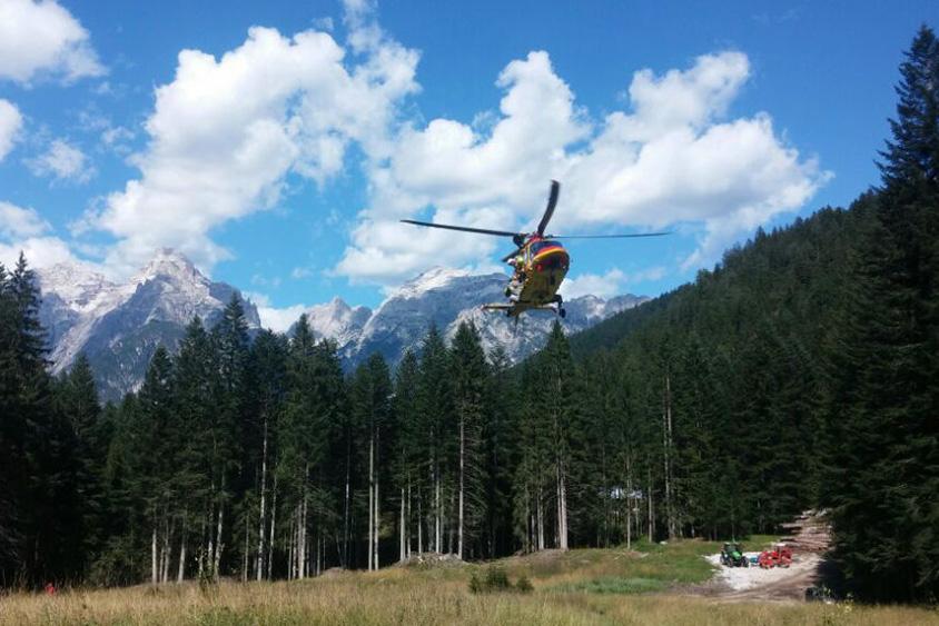 L'elicottero del Suem in fase di atterraggio