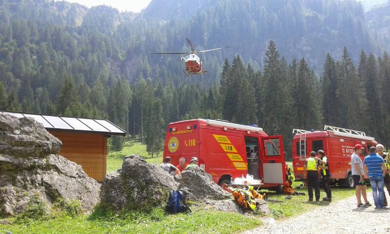 Soccorso alpino ricerca persona elicottero